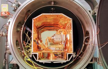 Thermal Vacuum Facility - Leybold TV chamber