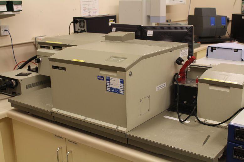 Perkin Elmer Series 2000 FTIR Spectrometer